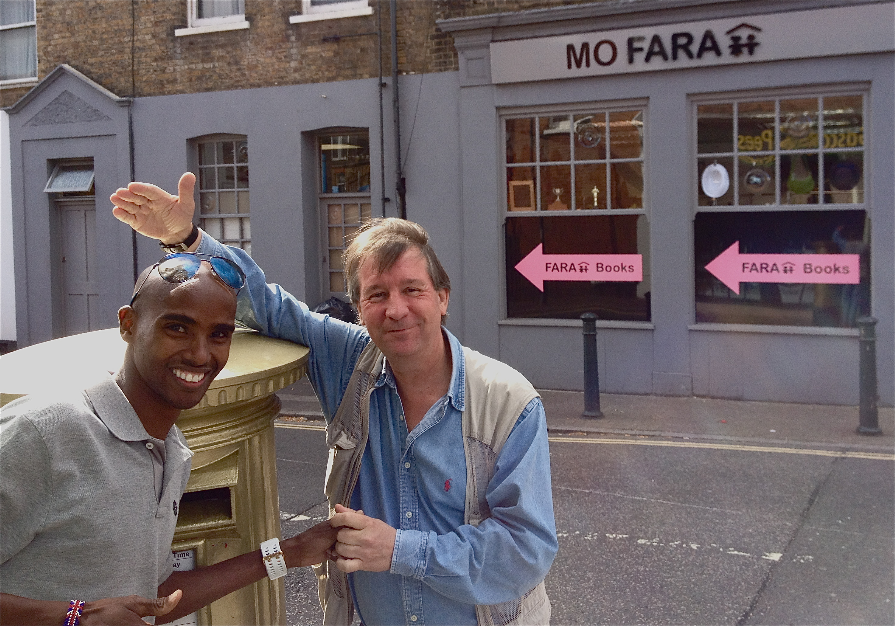 Bennsy Bumps Into Mo Farah in Teddington